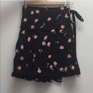 Brandy Melville Skirts - NWT Brandy Melville Genevieve Skirt-One Size